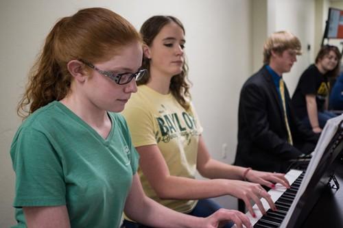 "Piano Pedagogy – Bagaimana Main Piano Dengan ""Bentuk Jari"" Yang Benar"