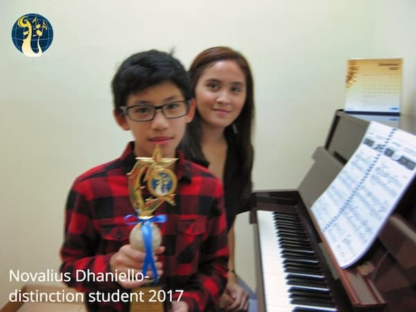 Novalius Dhaniello Distinction Abrsm 2017