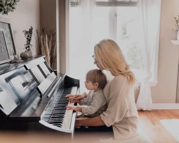 guru musik - les privat vs sekolah musik